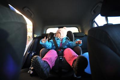Сотрудники ГИБДД Подольска рассказали посетителям ТЦ о перевозке детей в автомобилях
