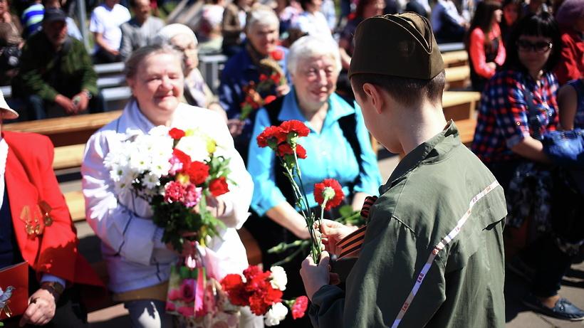 К памятникам и мемориалам в Люберцах возложат цветы в воскресенье
