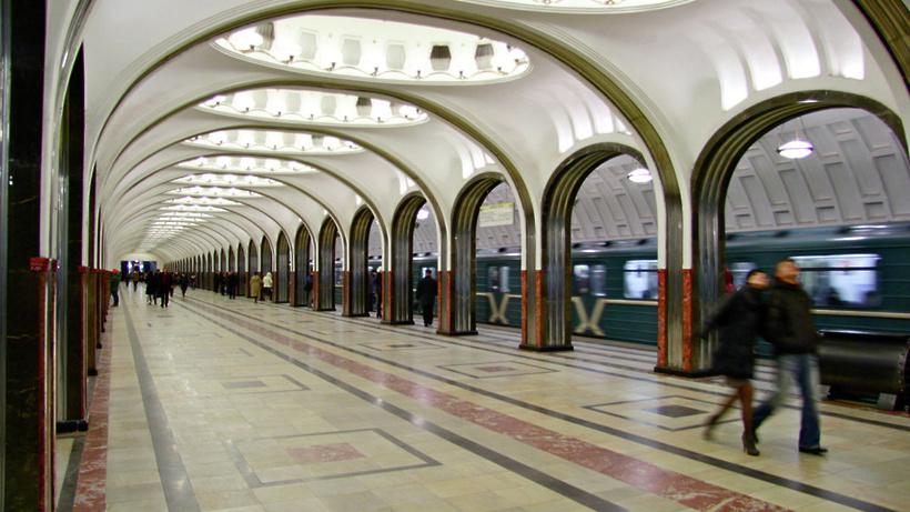 Сбой произошел назеленой ветке московского метро