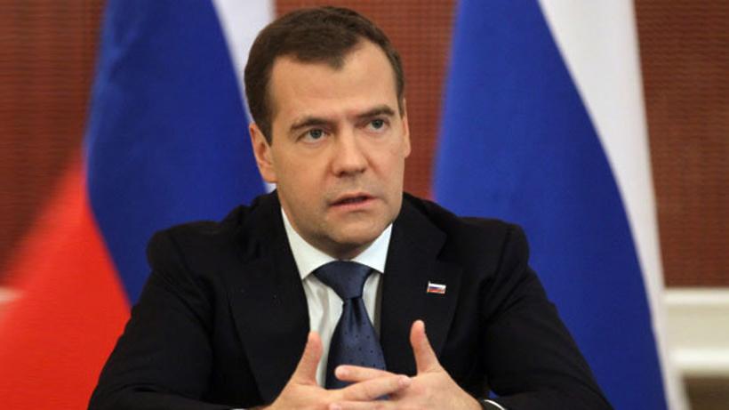 Медведев: РФ возвращается вкатегорию стран синвестиционным рейтингом
