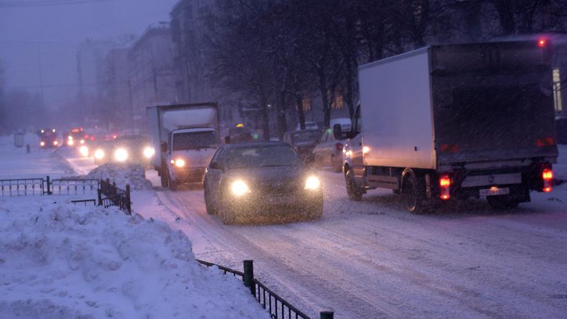 Водителей столицы просят быть осторожнее на трассах из-за гололедицы