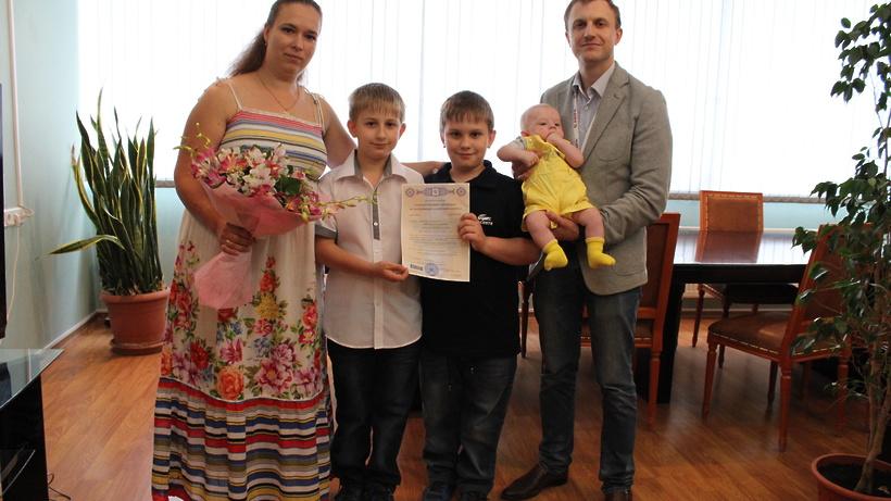 Девять тысяч подмосковных семей воспользовались региональным материнским капиталом в 2016 году – Заб...