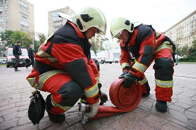 Огнеборцы потушили загоревшийся автомобиль в Федюкове Подольска