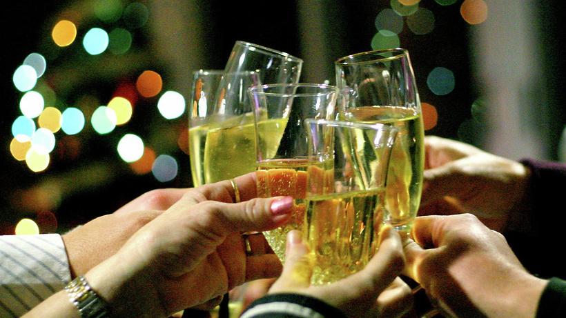 Вновогоднюю ночь сшампанским впарки непустят
