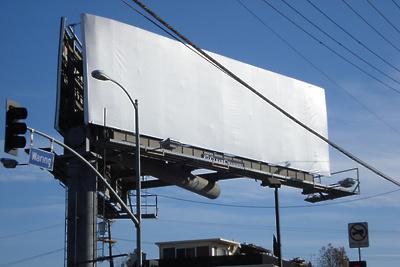 Малому бизнесу предложили бесплатно арендовать рекламные конструкции в Подмосковье