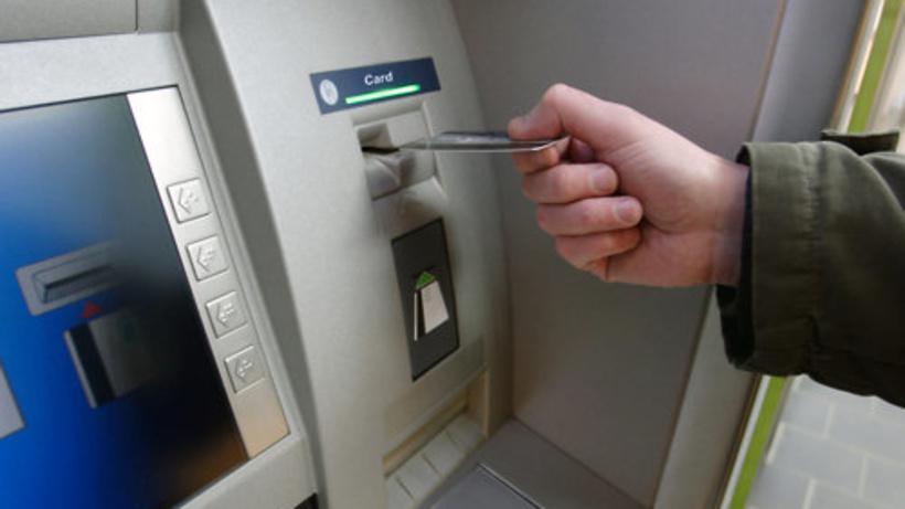 Рискованная работа: в столицеРФ насотрудника финансового заведения упал банкомат