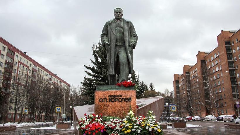 Замглавы областного Мининвеста поздравил РКК «Энергия» с профессиональным праздником