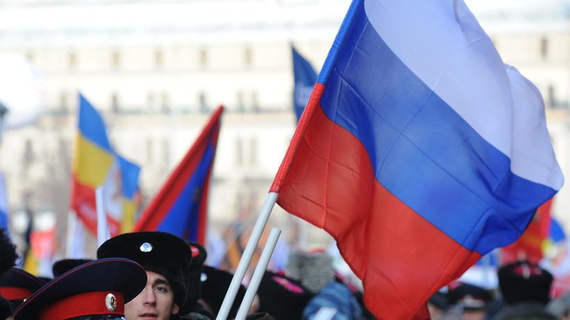 Резиденцию посла США в столице России забросали файерами