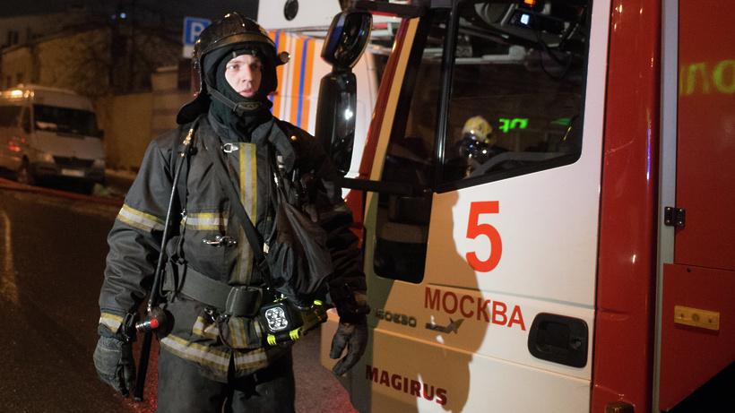 Пожарные ликвидируют возгорание вдачном доме вПодольске