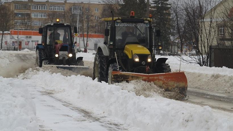 Подмосковные дорожники переведены наусиленный режим работы из-за снегопада
