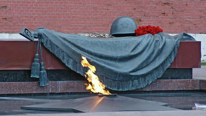 Подмосковная делегация возложит цветы к Могиле Неизвестного Солдата в Москве