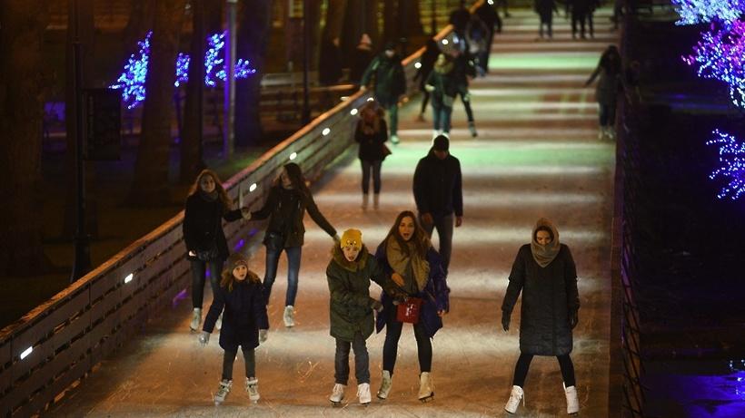 В столице России данной зимой будут работать практически 1,5 тысячи катков