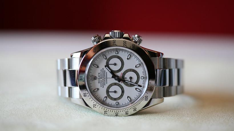 50af1b80 Студент второго курса Московского государственного медицинского института  из Ирана забыл в столичном ресторане фаст-фуда дорогостоящие часы фирмы  Rolex, ...