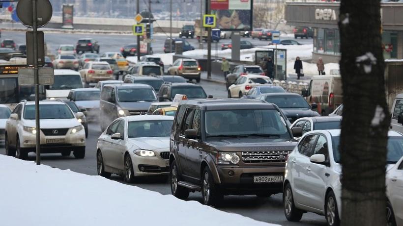 Снег в столицеРФ спровоцировал первые девятибалльные пробки ссентября