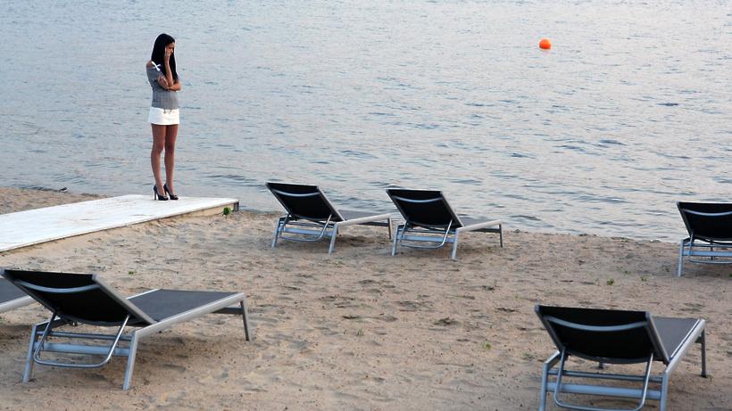 Среди живописной лесной территории площадью более 57 га расположено озеро сенеж