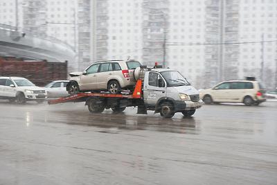 Пять машин нелегальных таксистов эвакуировали на спецстоянку в Долгопрудном в ходе рейда