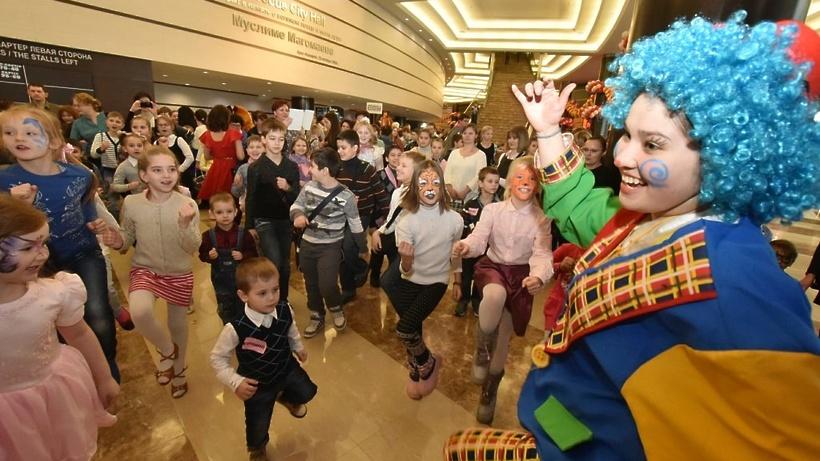 Около 6 тыс. детей присутствуют нагубернаторской елке вКрасногорске
