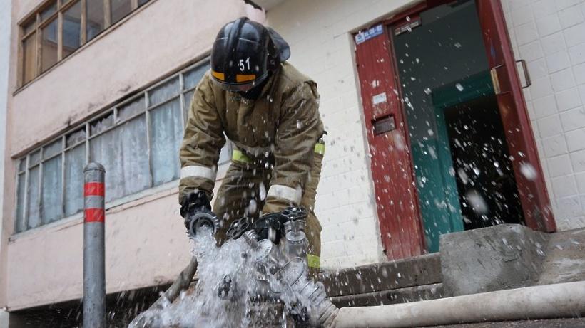 Спасатели потушили пожар в частном доме в городском округе Дубна в Подмосковье