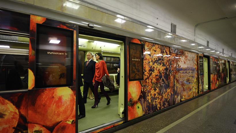 Поезд «Акварель» спейзажами инатюрмортами запустили вметро столицы