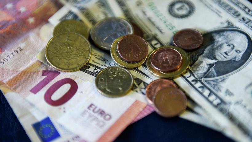 Официальный курс евро крублю снизился на54 копейки