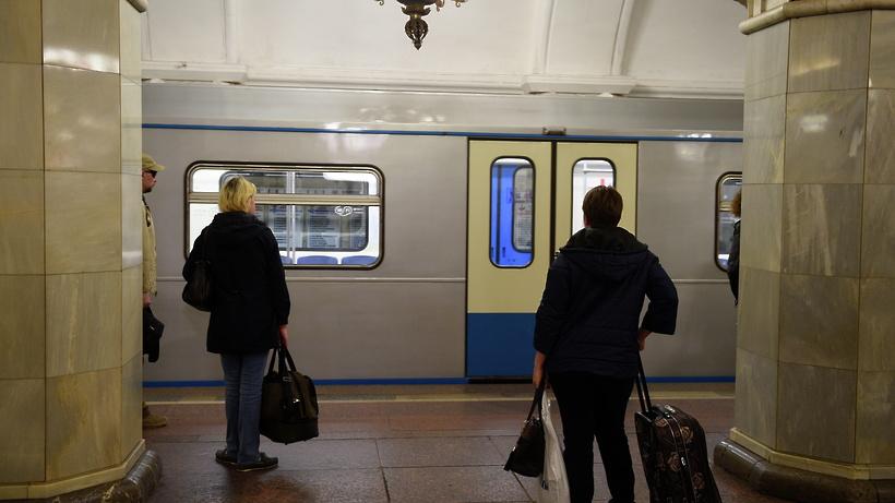 Голосовые объявления еще на 2-х линиях метро продублировали на британский язык
