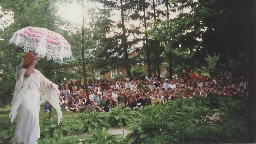 Фестиваль «МЕЛИХОВСКАЯ ВЕСНА» открылся сфейерверками, цыганами имедведем