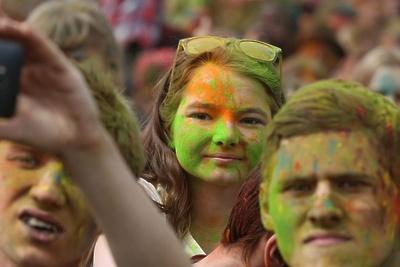 Фестиваль красок «Холи» пройдет в воскресенье в парке «Дубрава» Подольска