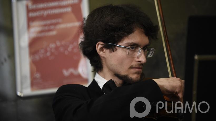 Практически 20 музыкантов сыграли совместно вДень студента настанции метро «Полянка»