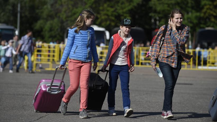 Четыреста детей получили бесплатные путевки в оздоровительные лагеря на весенние каникулы – Забралов...