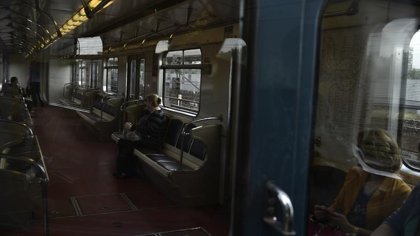 Поезд протащил пассажира несколько метров настанции метро «Аэропорт»