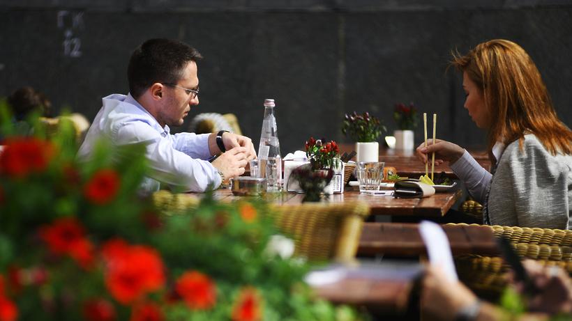 Чек в подмосковных летних кафе составляет в среднем 500 рублей на человека
