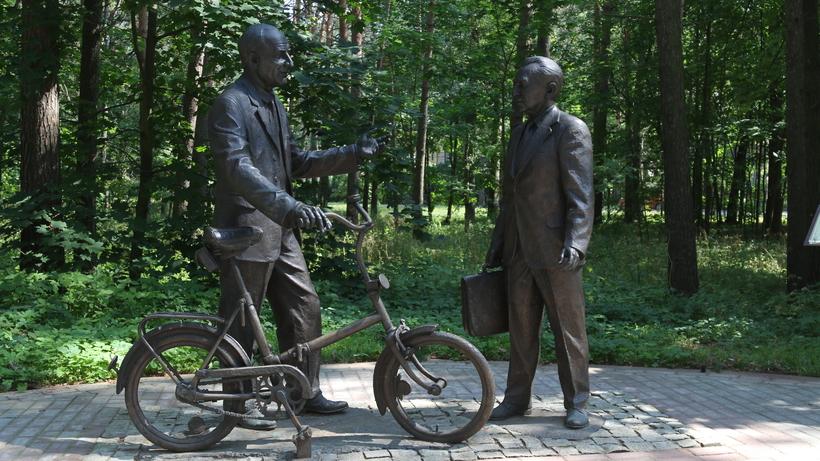 Прогулка по Дубне: Ленин-гигант, стул-рекордсмен и физики в бронзе