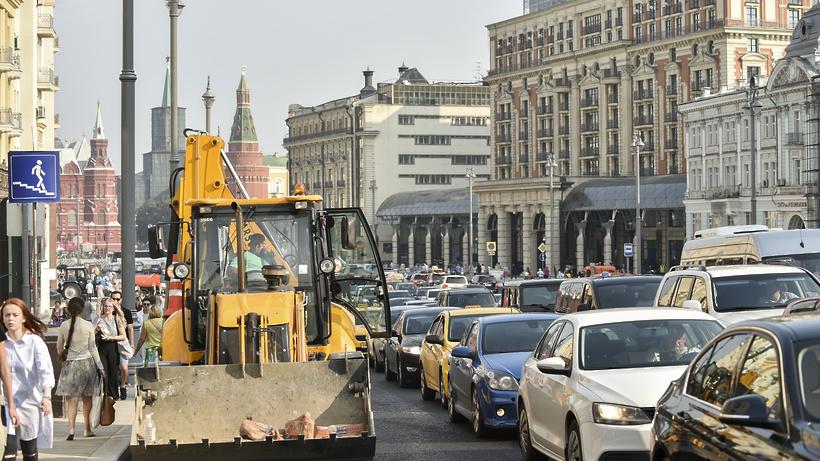 ЦОДД призвал жителей столицы отказаться отавто из-за пробок накануне 1сентября