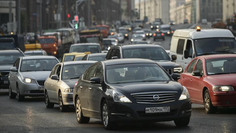 Неменее 20 автопоездов доставят первые липы для высадки наТверской улице