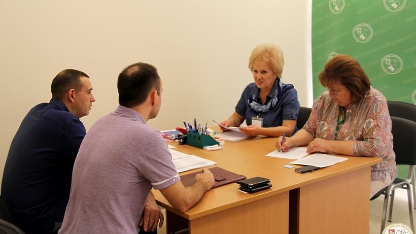 Неменее 25 претендентов в народные избранники Мособлдумы получили удостоверения вМособлизбиркоме