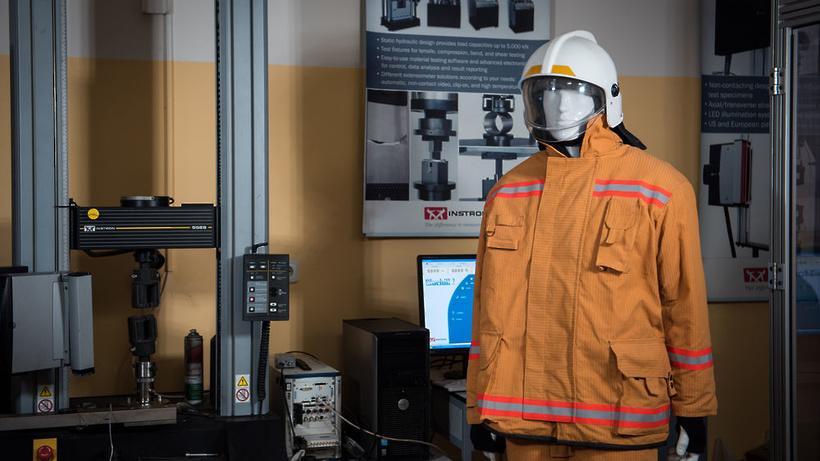 ВМИСиС разработали новый костюм для пожарных