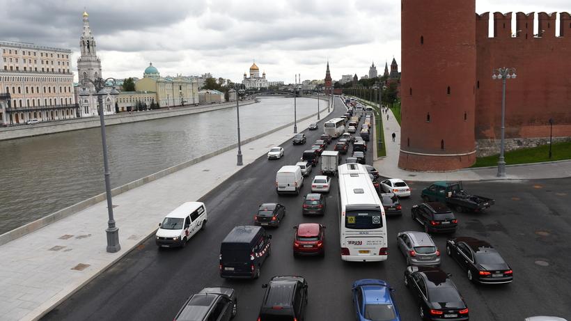 ИзМосквы-реки врайоне Кремлёвской набережной извлекли мужское тело