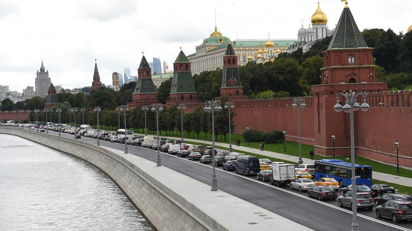 НаКремлевской набережной завершили основные работы поблагоустройству