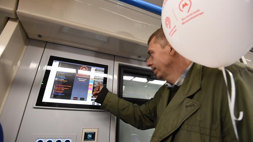 Новые метровагоны «Москва» оборудуют зарядками для мобильных телефонов