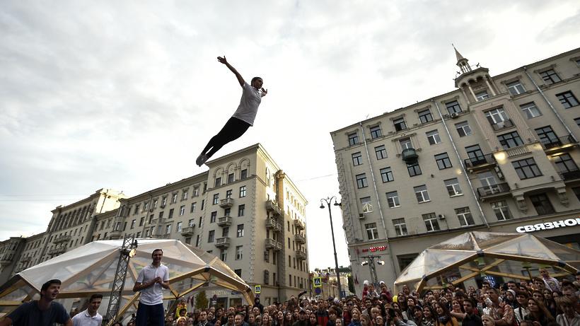 Неменее 1,6 млн человек поучаствовали всубботних гуляниях наТверской