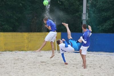 «Элмонт» из Королева победил команду Лобни в матче по пляжному футболу