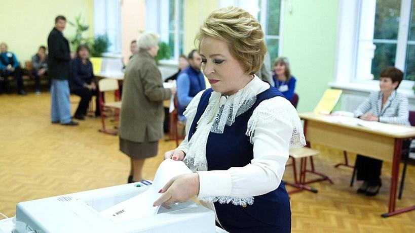 Валентина Матвиенко отдала голос наодном изучастков в российской столице