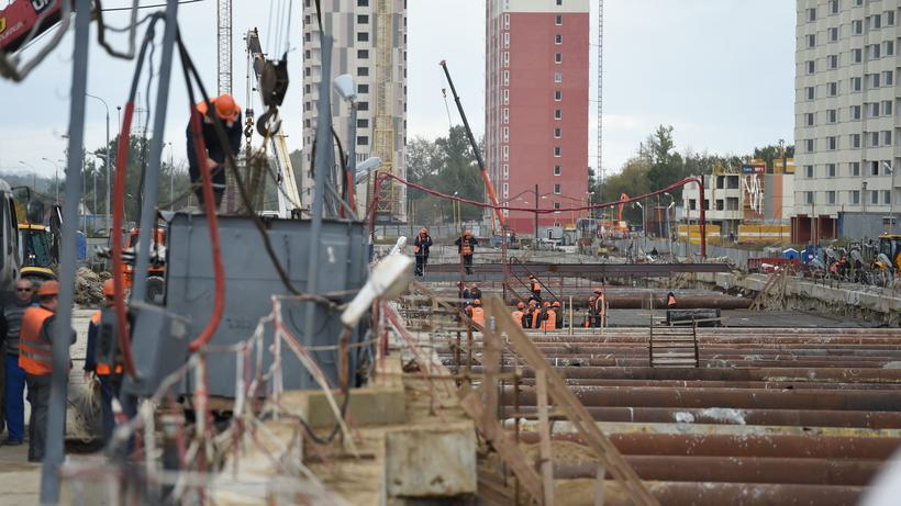 Мужчина умер, упав вшахту метро при строительстве станции «Деловой центр»