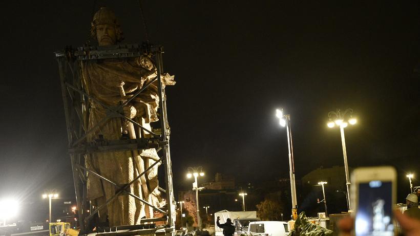 В российской столице с монумента правителю Владимиру сняли леса