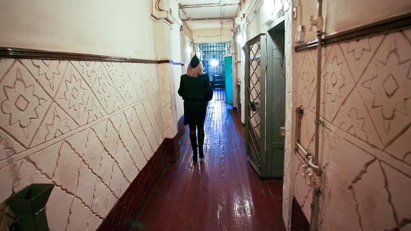 Сотрудники ФСИН РФ получили право объявлять предостережение заключенным