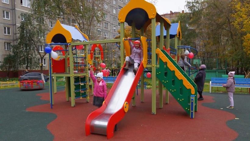 Более 3 тысяч нарушений выявили в ходе проверок детских площадок в Подмосковье в 2017 году