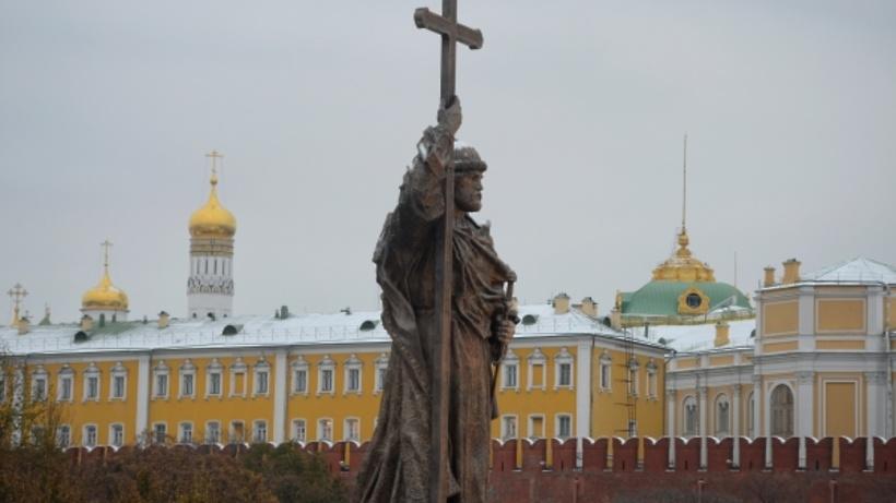 С монумента правителю Владимиру убрали строительные леса