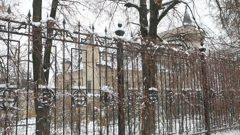 Узамка Пугачёвой иГалкина задержали женщину вхиджабе