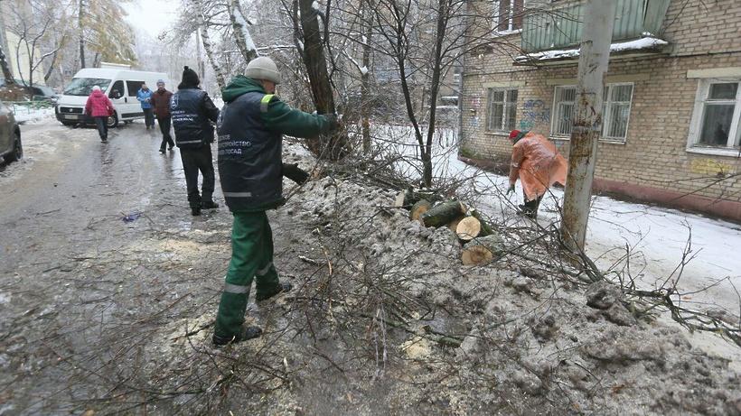 Подачу электроэнергии восстановили в регионе после аварий, вызванных ледяным дождем
