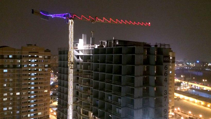 Порядка 130 башенных кранов украсили праздничной подсветкой вПодмосковье